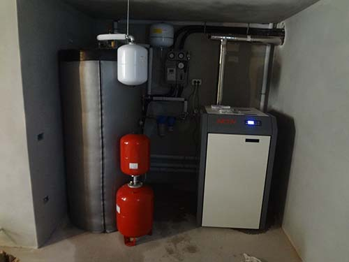 Pannello Solare A Gas : Caldaia a pellet integrata con impianto solare termico