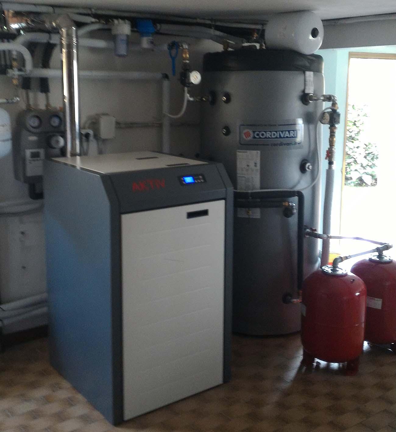 Pannello Solare A Gas : Caldaia a pellet kw integrata con impianto solare termico